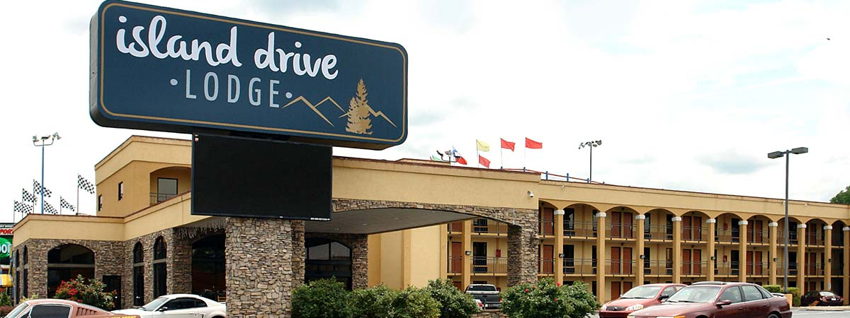 Island Drive Lodge in Pigeon Forge, Tennessee