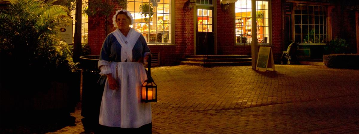 The Dead of Night Ghost Tour in Williamsburg, Virginia
