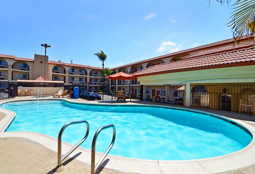 The Best Western Mission Bay is a pet friendly, centrally located property that is walking distance from the San Diego Mission Bay.
