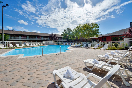 Outdoor Pool - Centerstone Inn – Doswell, VA