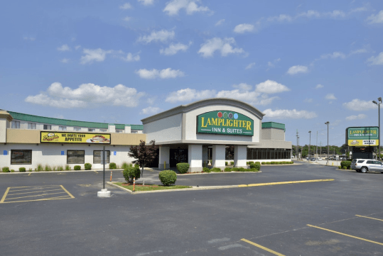 Lamplighter Inn & Suites - South in Springfield, M