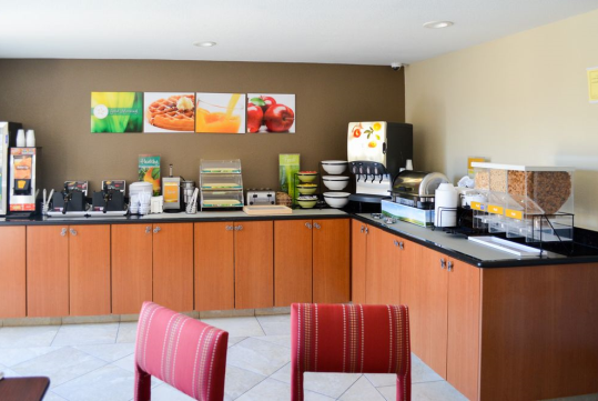 Breakfast Area - Quality Inn near Six Flags Discovery Kingdom-Napa Valley
