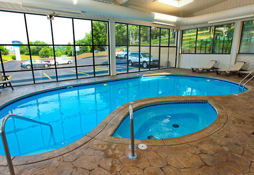 Baymont inn suites branson mo branson hotels for Branson mo cabins with indoor pool