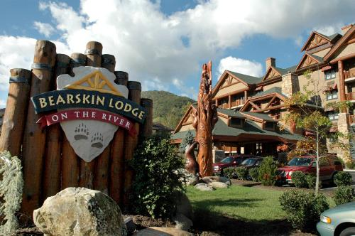 Tennessee Bearskin Lodge On The River In Gatlinburg