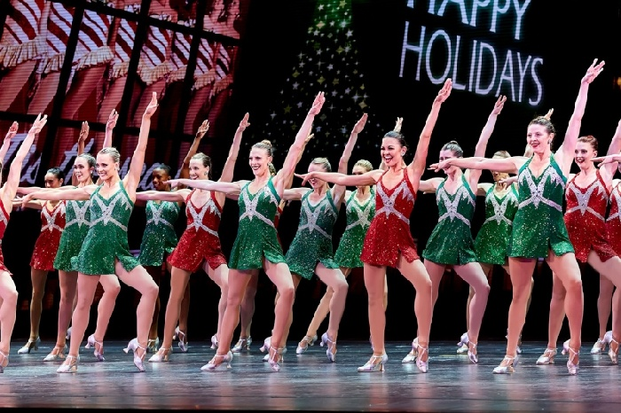 Rockettes Christmas Show.Christmas Spectacular With The Radio City Rockettes Plus Holiday Windows Walking Tour