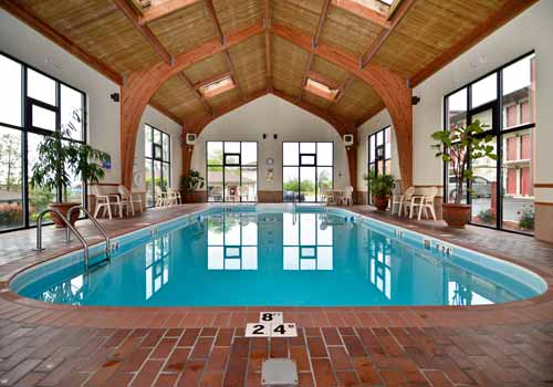 Quality inn west branson mo for Branson mo cabins with indoor pool