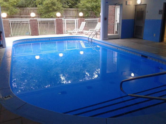 Country inn suites by carlson charlotte university place charlotte nc for Indoor swimming pools charlotte nc