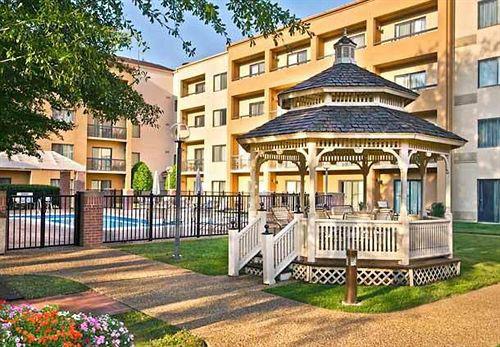 courtyard by marriott williamsburg near busch gardens. Black Bedroom Furniture Sets. Home Design Ideas