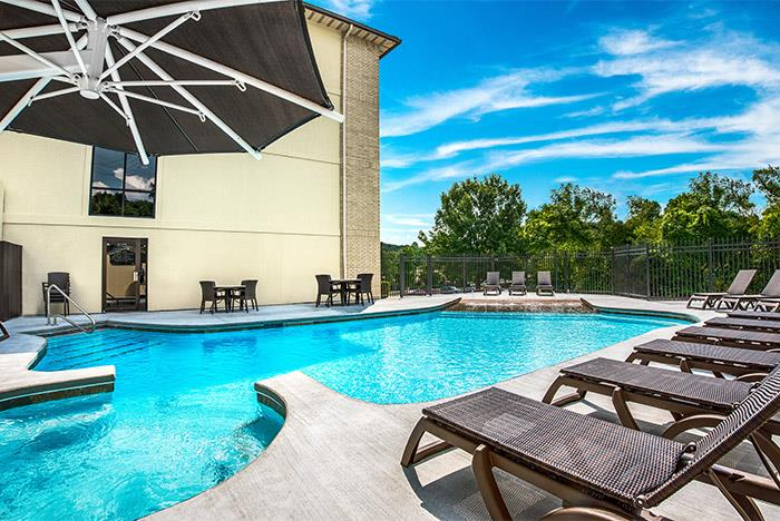 Grand oaks hotel branson mo branson hotels lodging for Branson mo cabins with indoor pool
