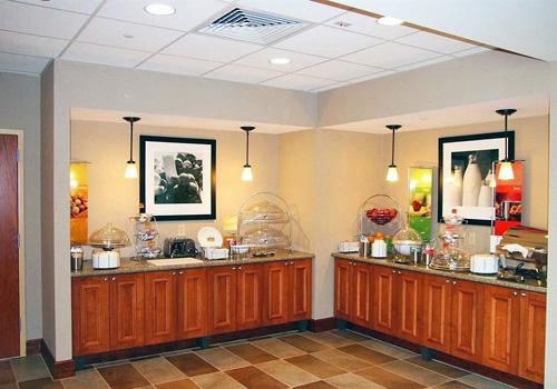 hampton inn suites williamsburg central williamsburg va. Black Bedroom Furniture Sets. Home Design Ideas
