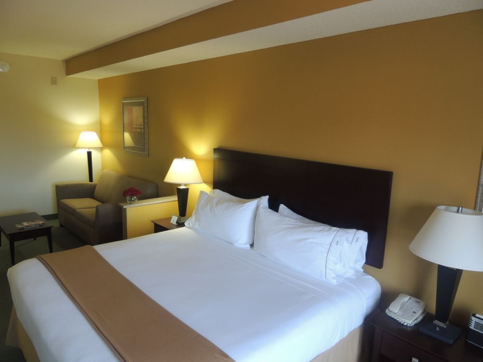 Holiday Inn Express Hotel Amp Suites Charlotte Arrowood