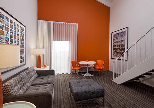 California Loft Living Room Inn At Venice Beach In