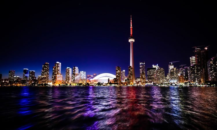 Things to Do in Toronto at Night: Your Guide to Fun After Dark